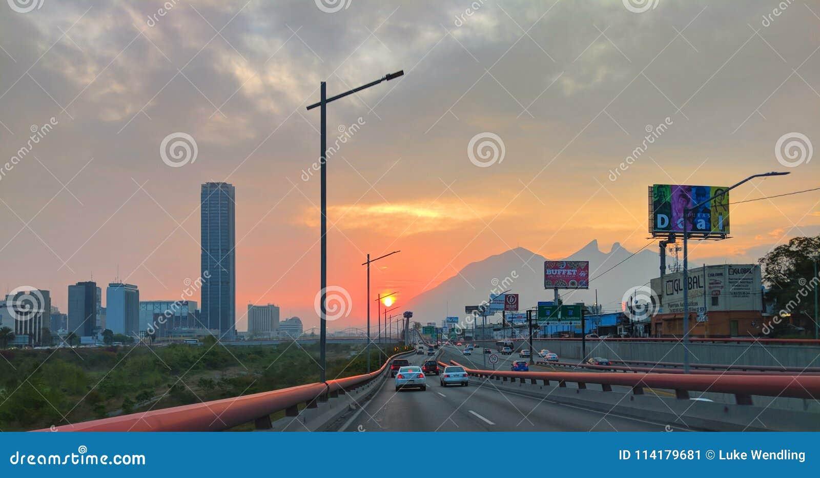 Köra till och med staden av Monterrey, Mexico