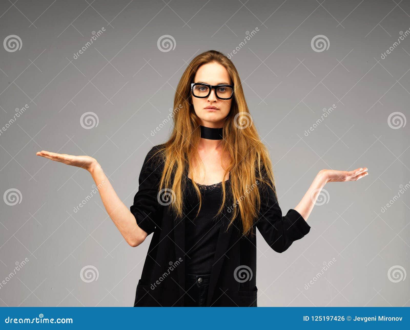 Körpersprache Attraktive Vorbildliche Junge Frau
