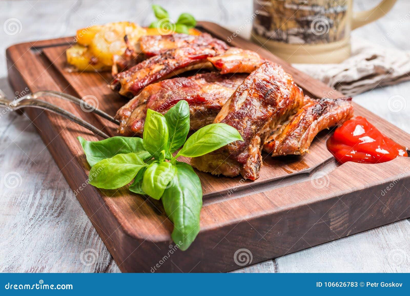 Köstliche gegrillte Schweinefleisch-Rippe