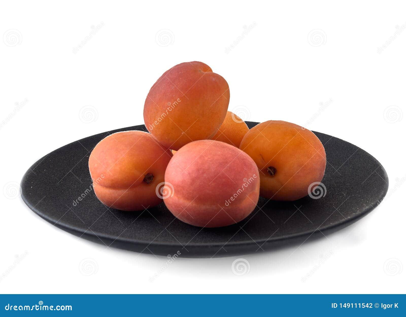 Köstliche reife Aprikose Im Porzellan und in den Glaswaren