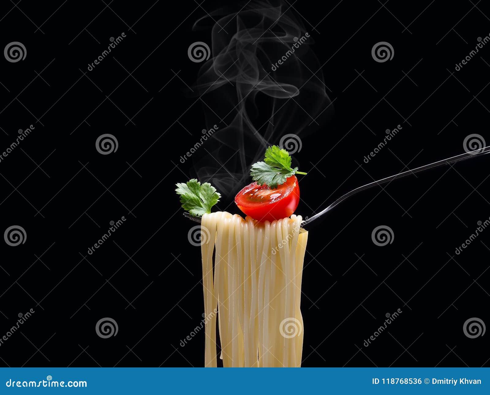 Köstliche Teigwaren und Tomate