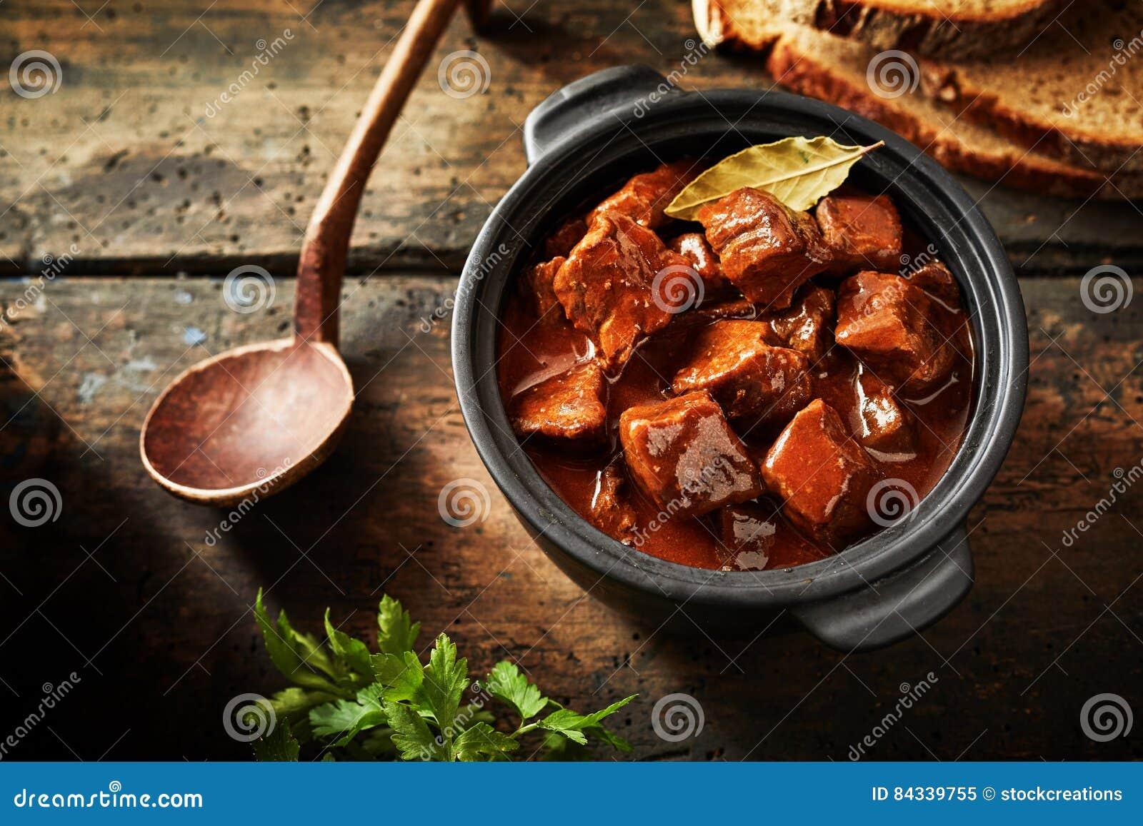 Traditionelle Deutsche Küche | Kostliche Traditionelle Deutsche Kuche Stockbild Bild 84339755