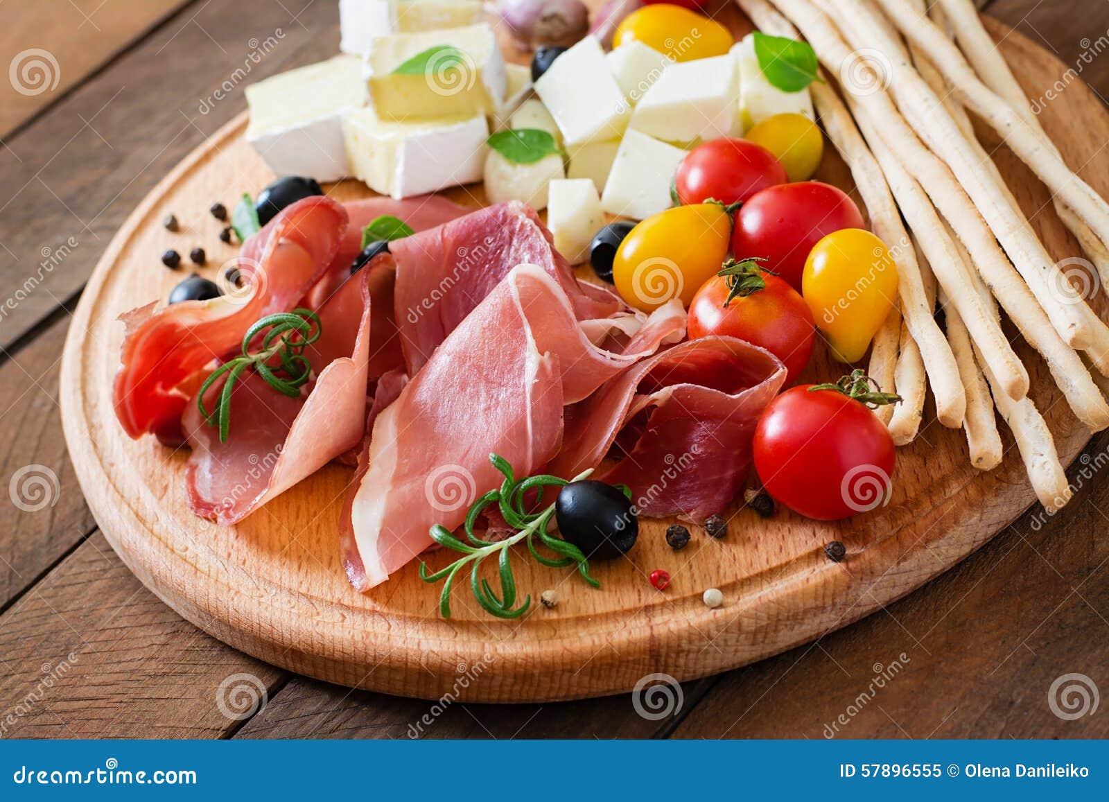 Köttaptitretare på en platta