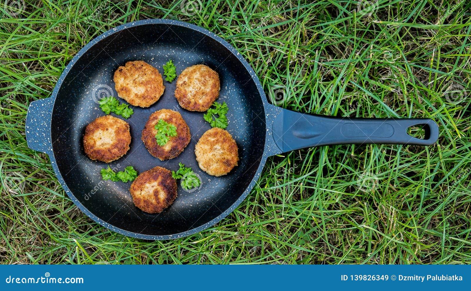 Köttkotletter i en panna