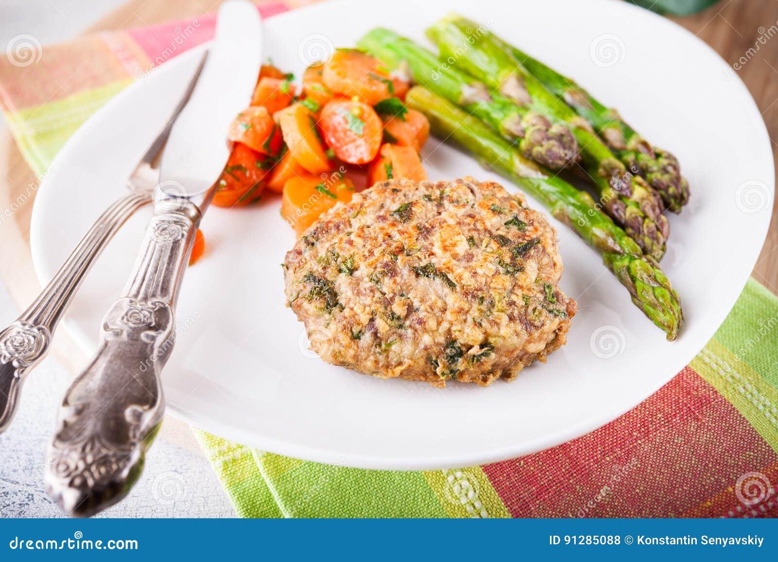 Köttkrokett med glasade morötter