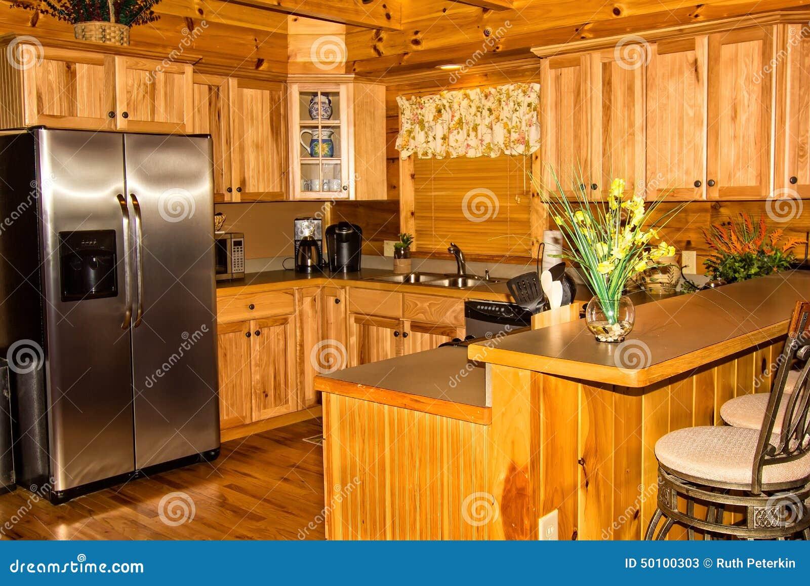 Küche in einem Blockhaus stockbild. Bild von zählwerk - 50100303