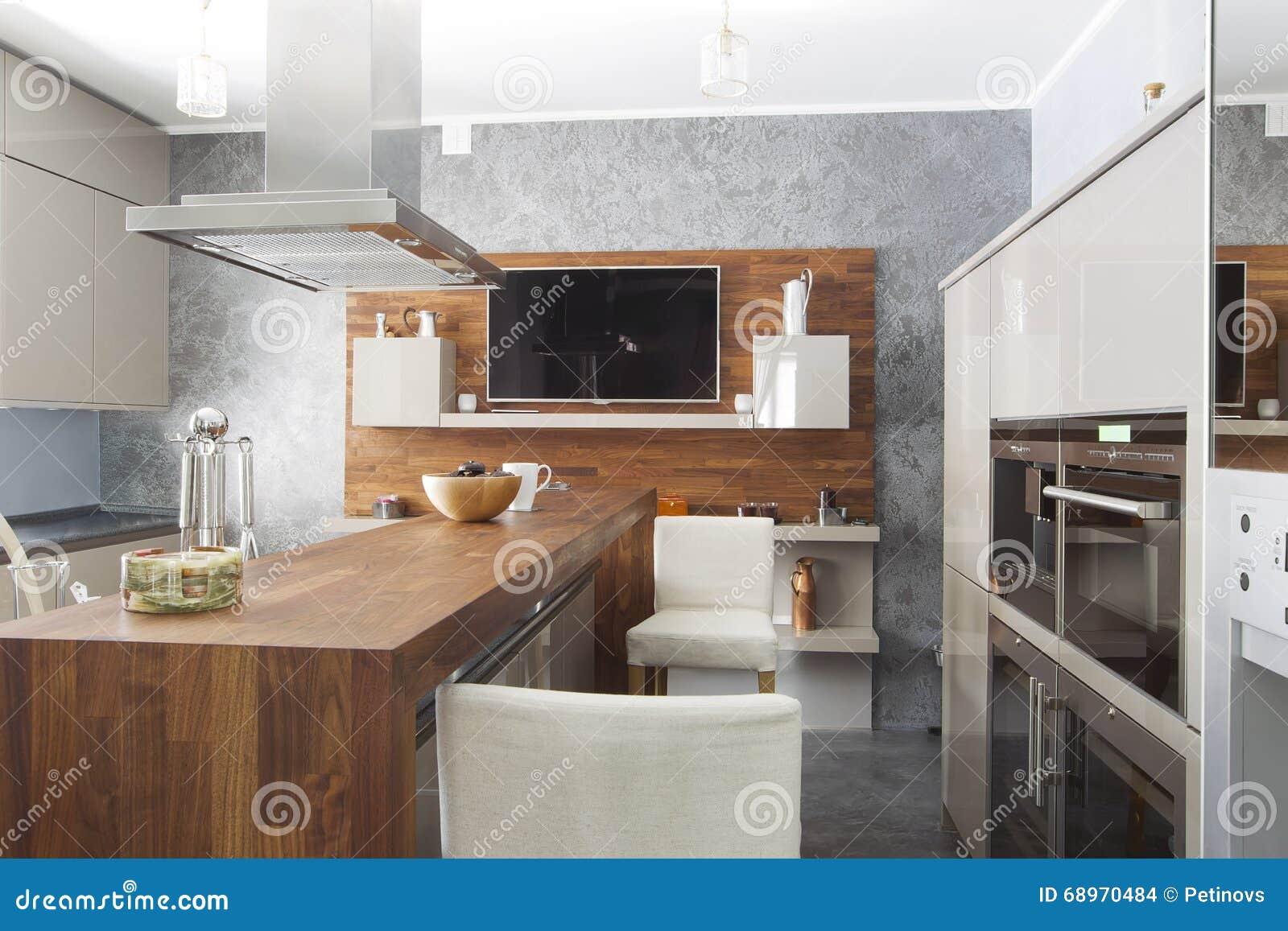 Küche Im Luxushaus Mit Großer Mittelinsel Stockfoto - Bild von leben ...