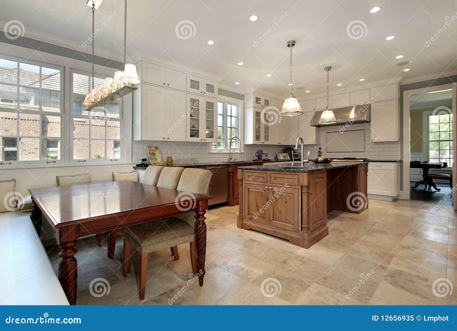 Kuche Mit Essenbereich Und Bank Stockbild Bild Von Innen Luxus