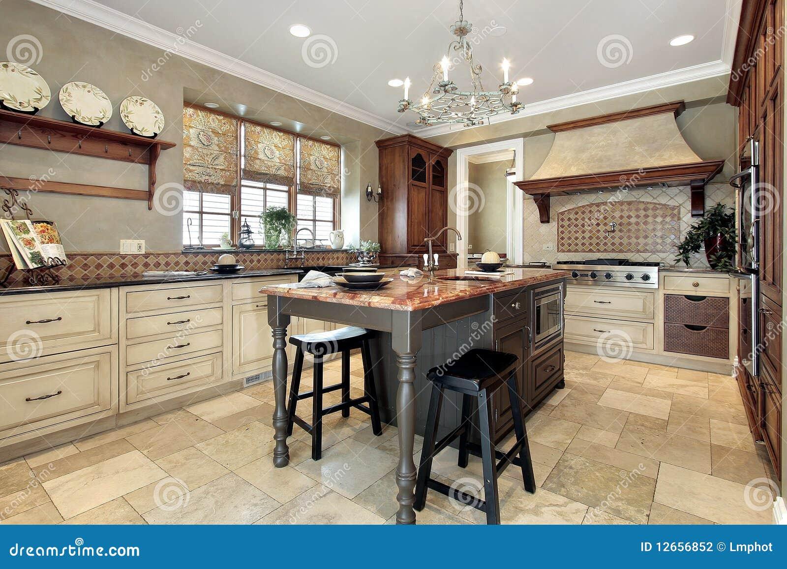 Küche mit Granitinsel stockfoto. Bild von haus, speisen - 12656852
