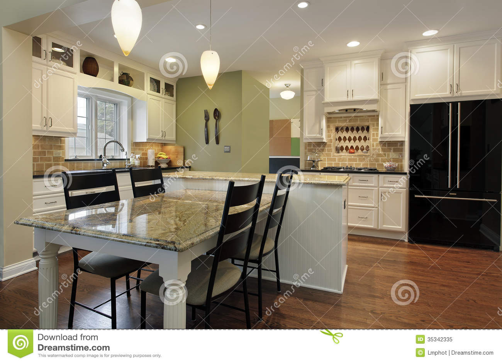 Küche mit Granitinsel stockbild. Bild von abendessen - 35342335