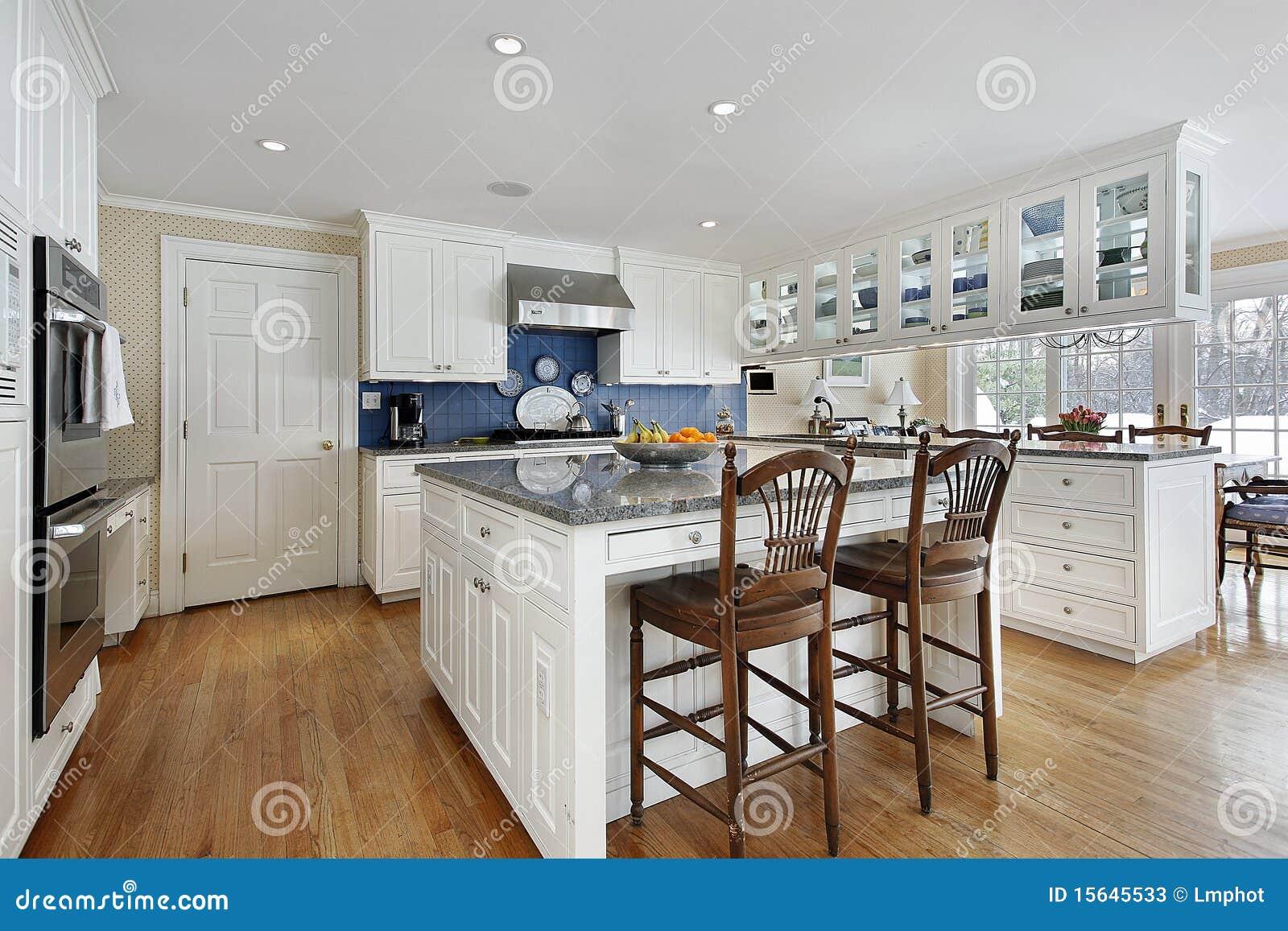 Küche Mit Großer Mittelinsel Stockbild - Bild von insel, haus: 15645533