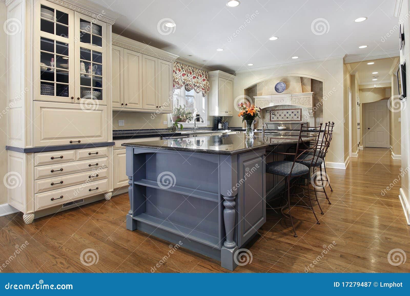 Küche Mit Großer Mittelinsel Stockbild - Bild von auslegung ...