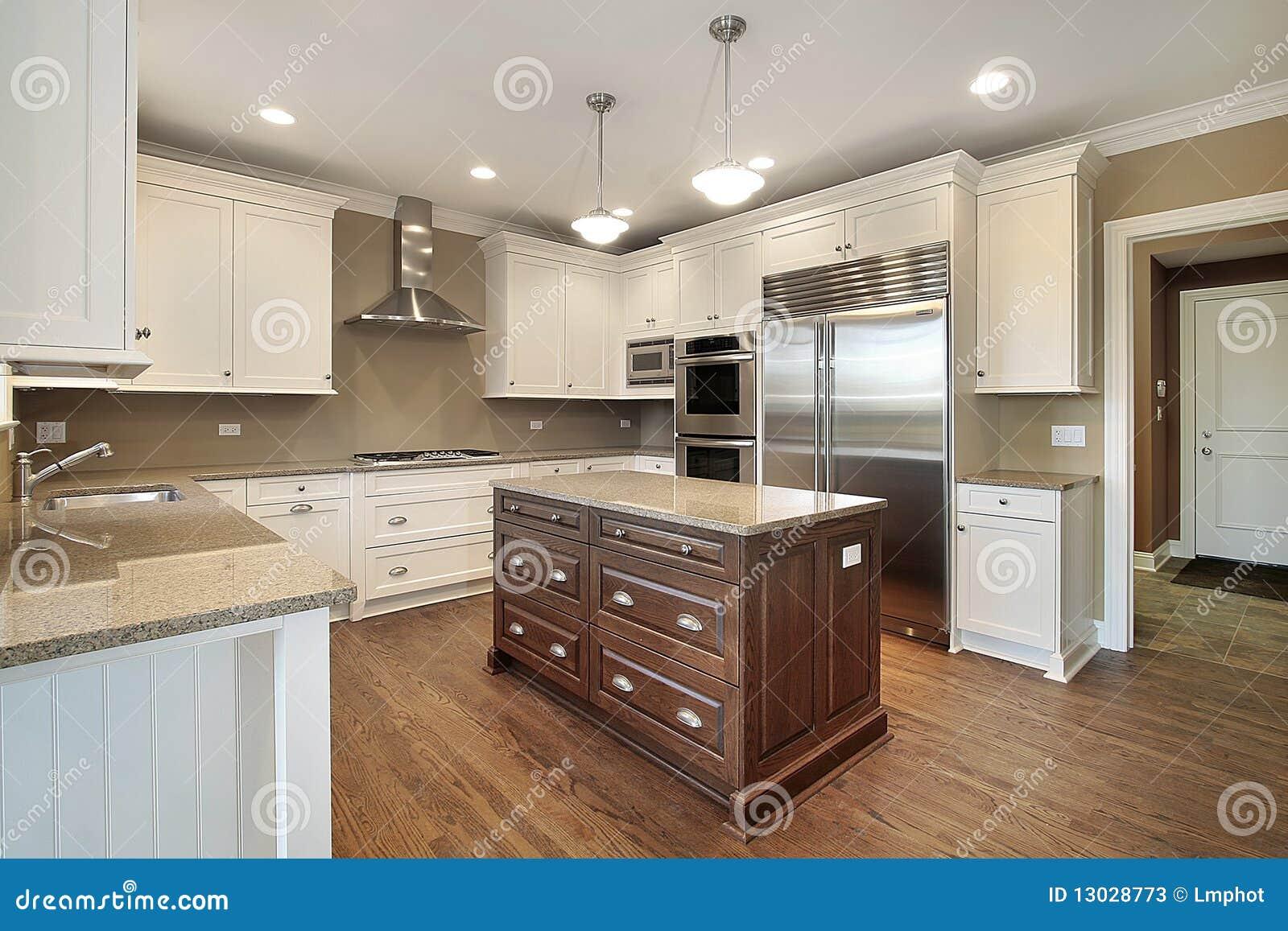 Küche mit Mittelinsel stockbild. Bild von zustand, möbel - 13028773
