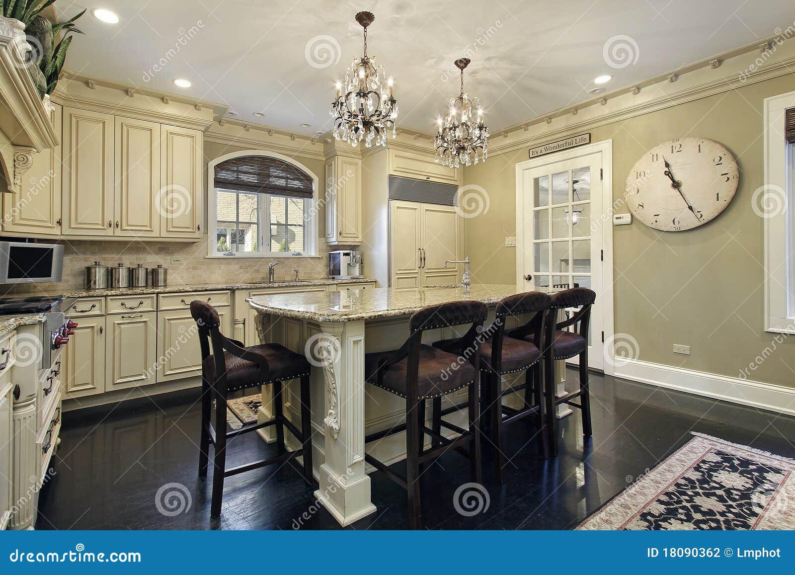 Küche mit Mittelinsel stockfoto. Bild von granit, einrichtungen ...