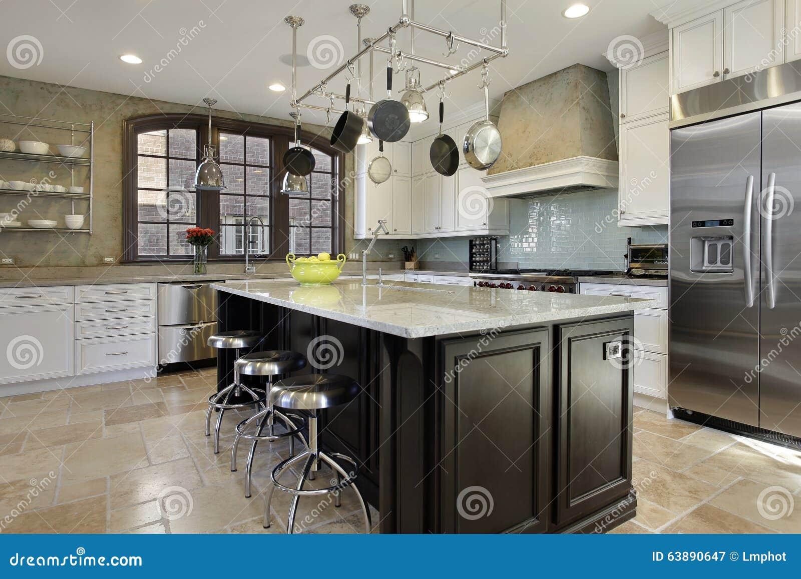 Küche mit Mittelinsel stockbild. Bild von möbel, haupt - 63890647