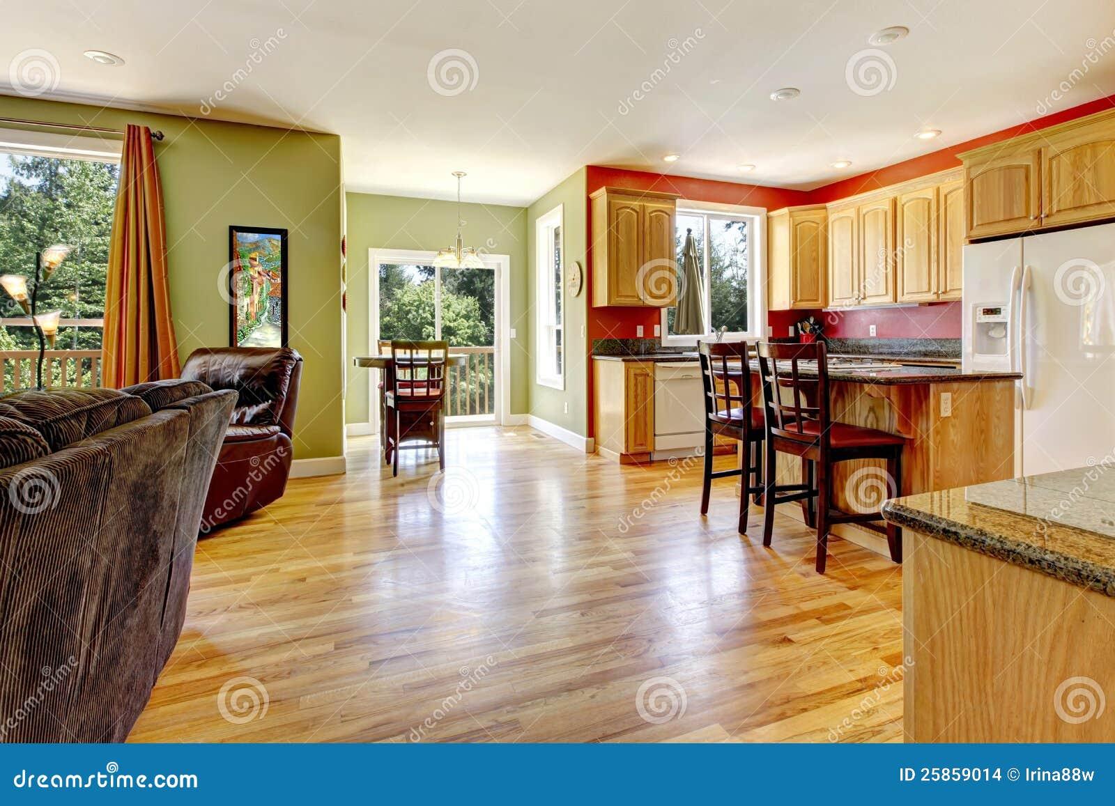 Fußboden In Der Küche ~ Küche mit sniny hölzernem fußboden stockfoto bild von leben