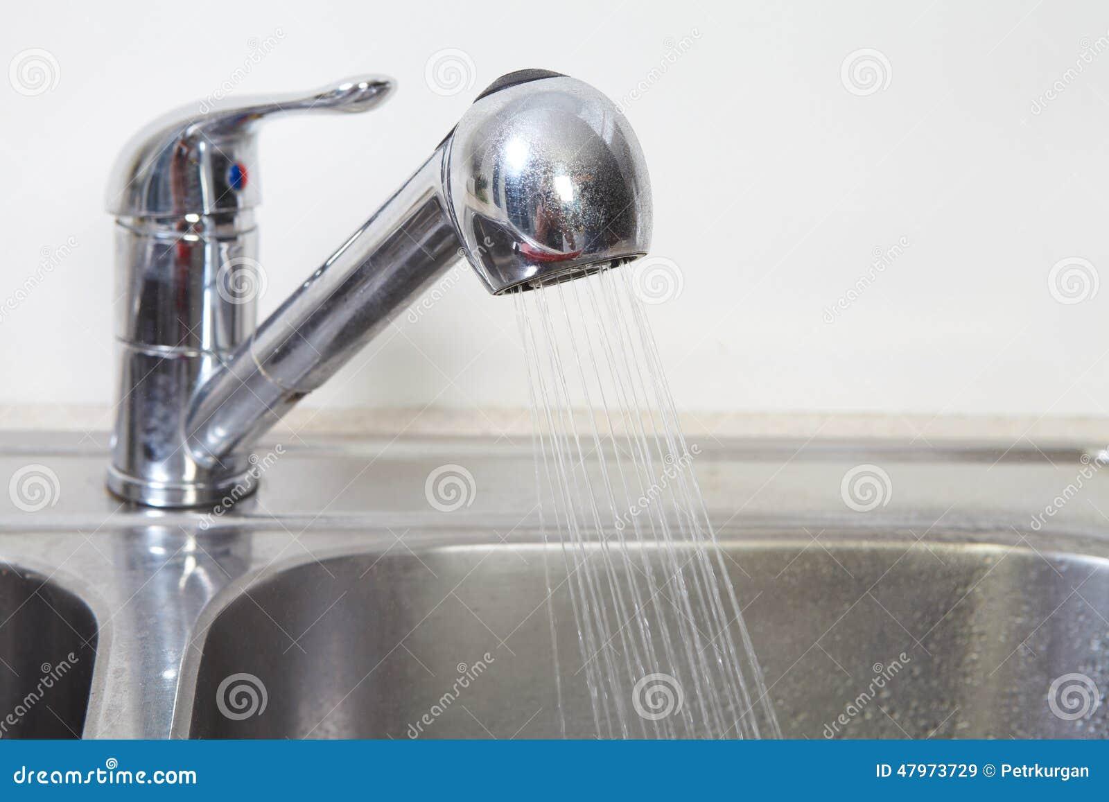 Küchen-Wasserhahn Und -wanne Stockbild - Bild von erneuerung ...