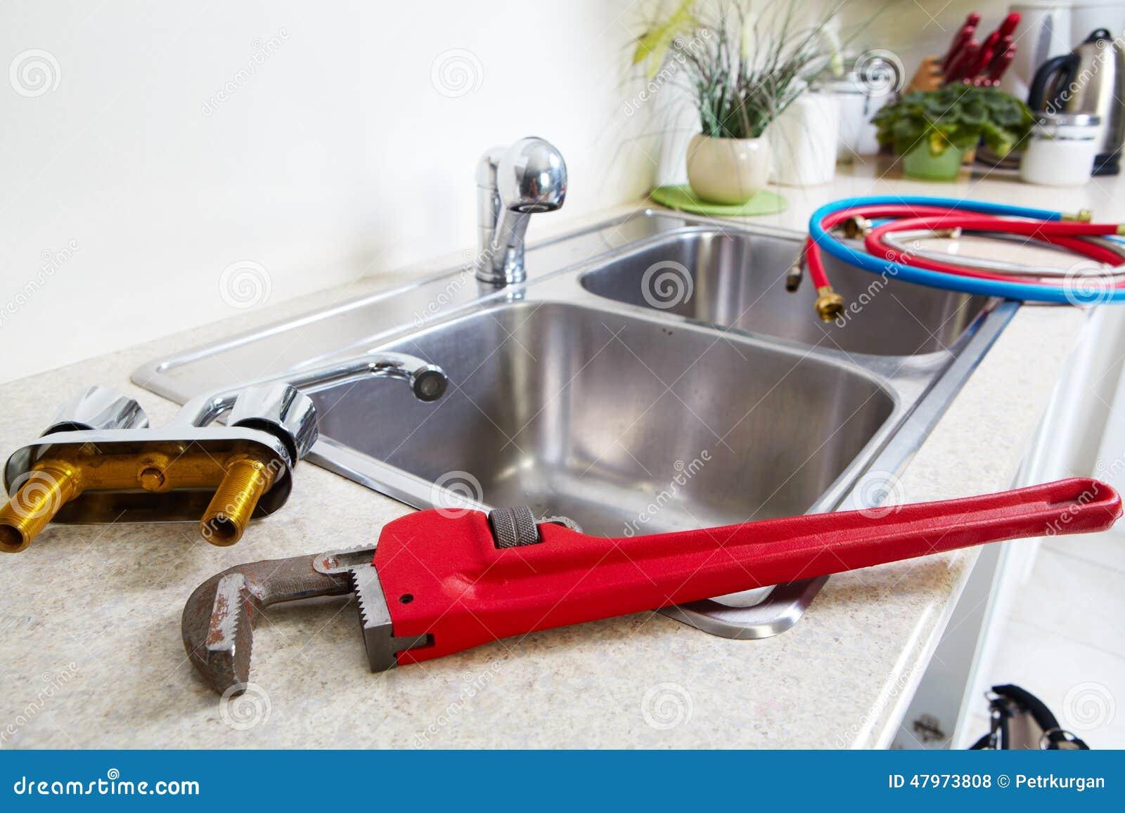 Küchen-Wasserhahn Und -wanne Stockfoto - Bild von wohn, innen: 47973808