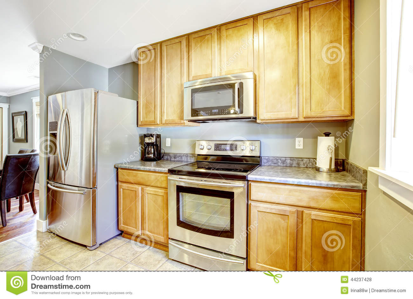 Küchenschränke Und Stahlgeräte Stockfoto - Bild von wohnung ...