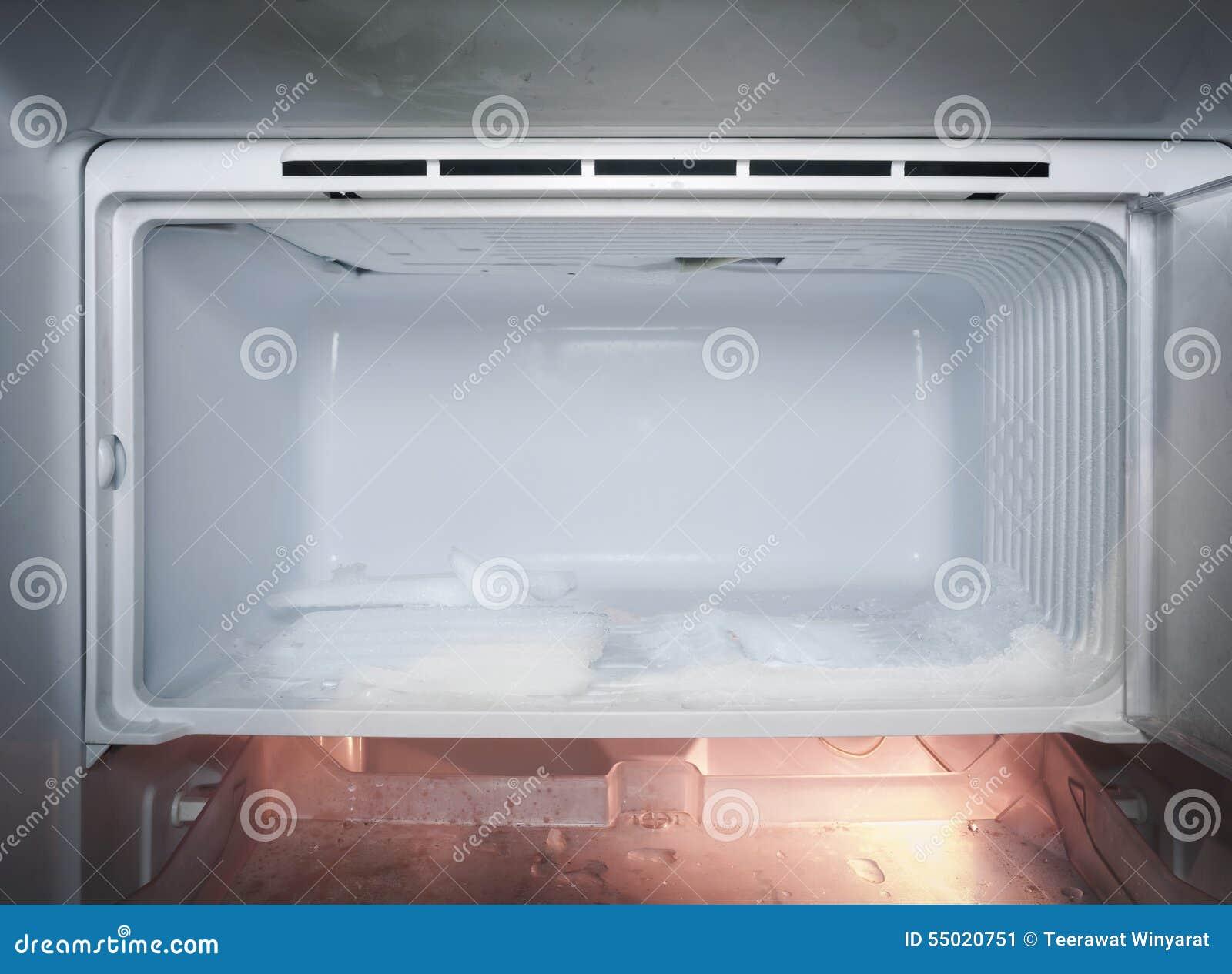 Kühlschrank Mit Dem Eis Eingefroren Im Kühlschrank Stockbild ...