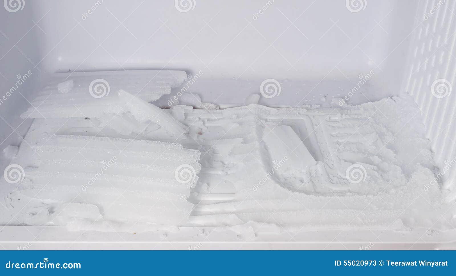 Kühlschrank Mit Dem Eis Eingefroren Im Kühlschrank Stockbild - Bild ...