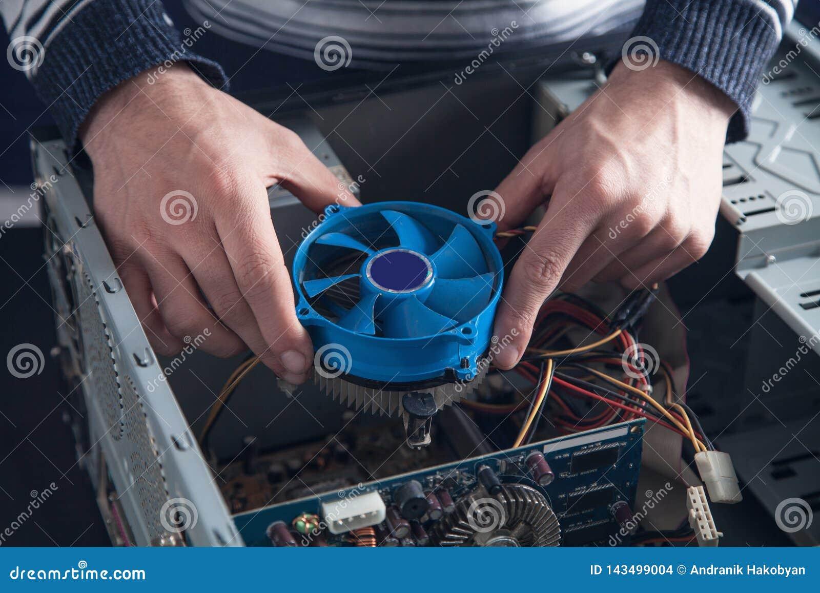 Kühlsystem der Mannreparaturen des Computers