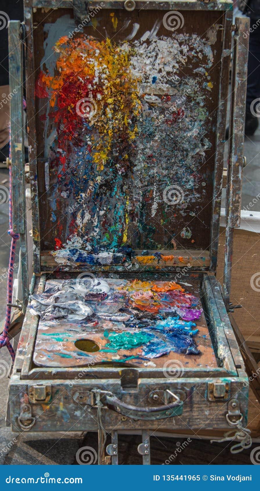 Künstler-unordentlicher Farbpalettenkasten