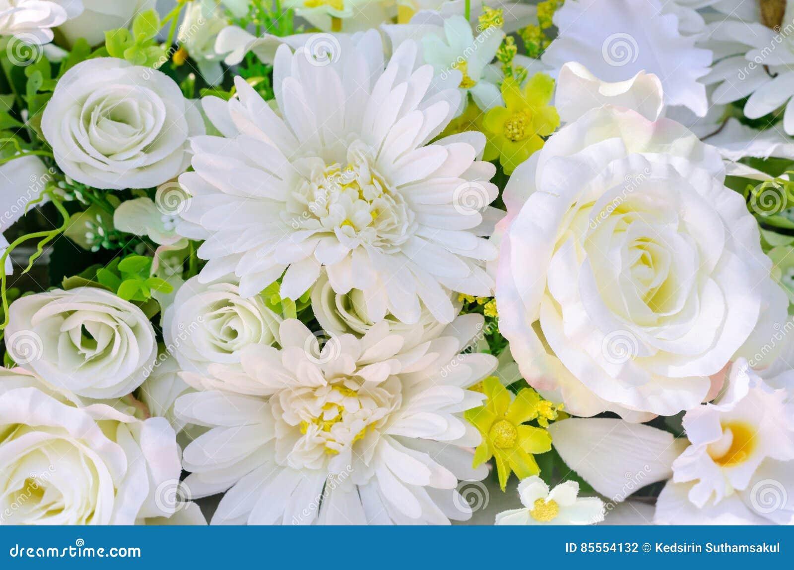 Künstliche Blumen von weißer Rose und von Gerbera für Dekoration
