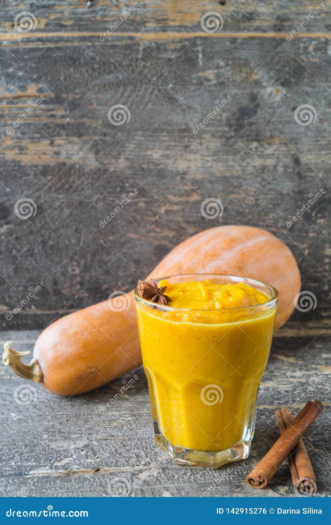 Kürbis Smoothies mit Jogurt, Zimt und badan