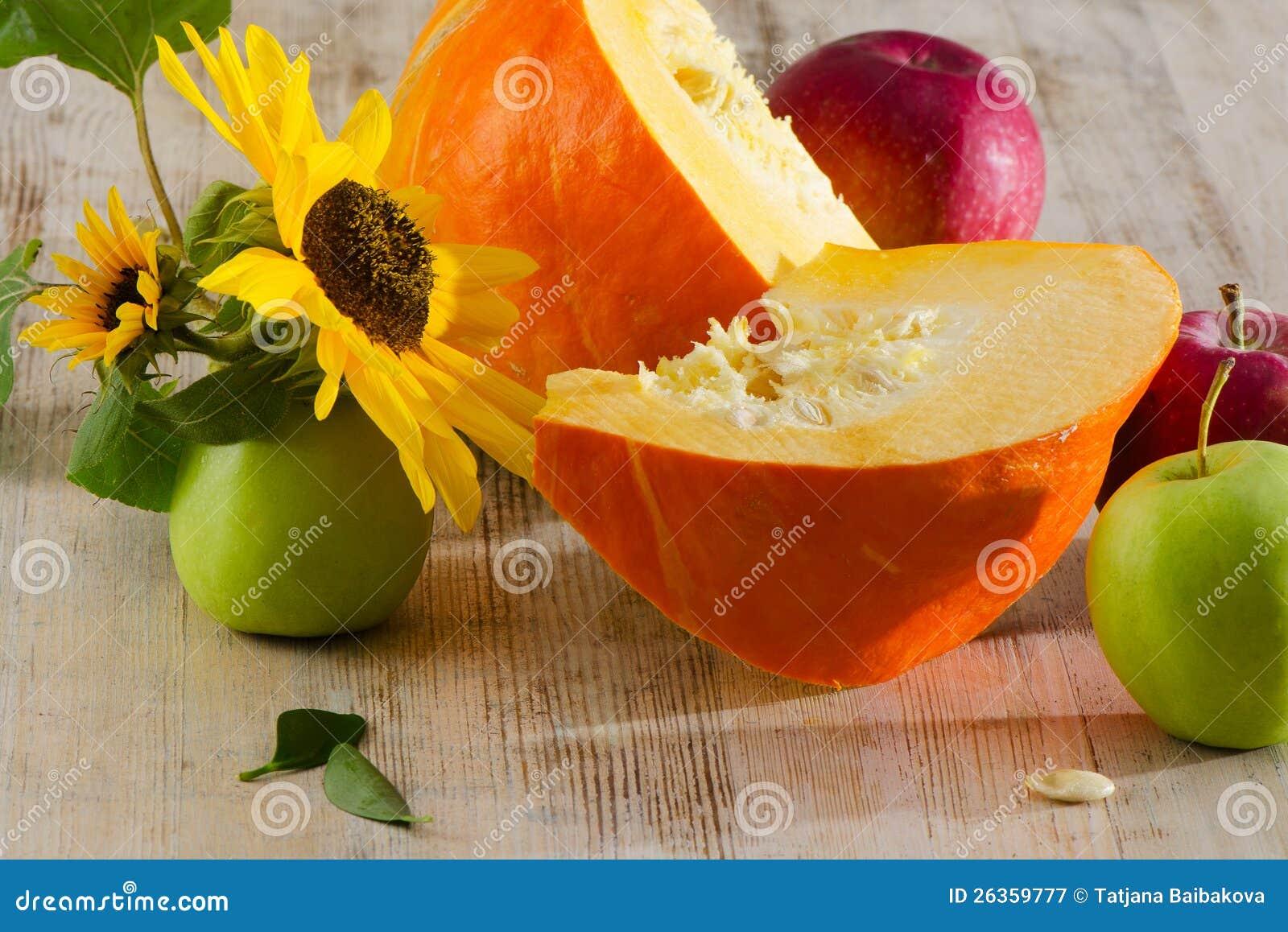 Kürbis und Äpfel