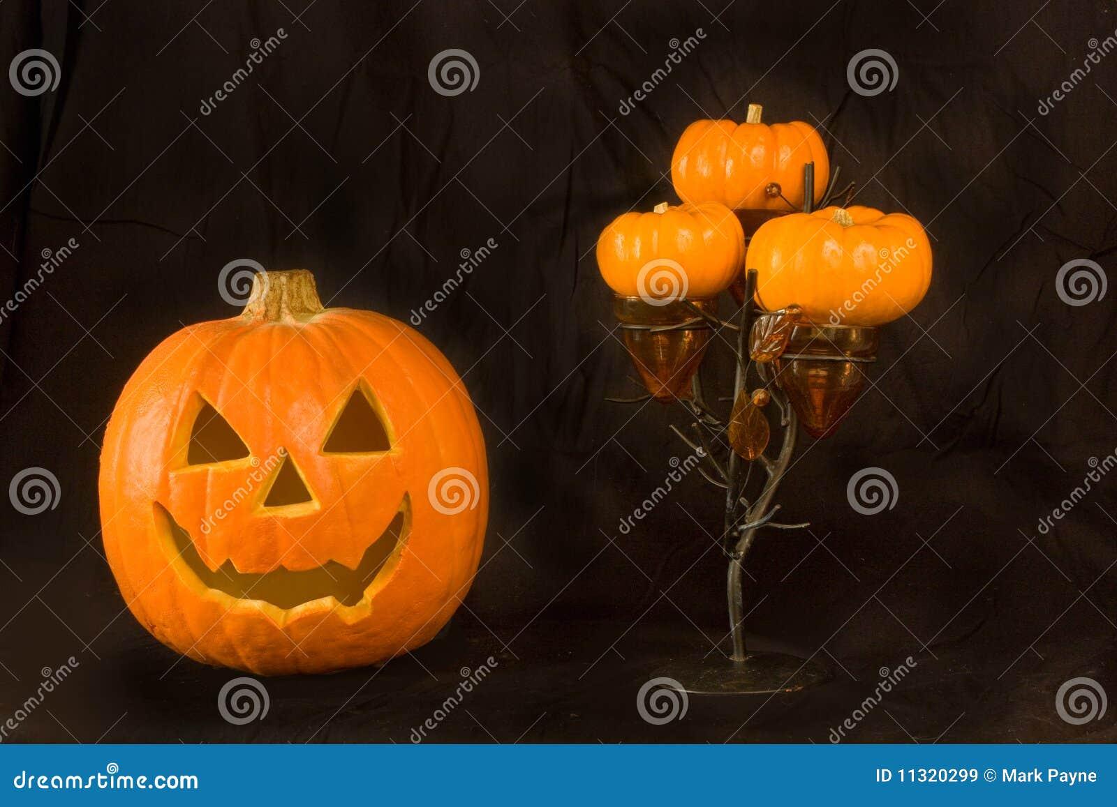 Kürbis und Halloween-Baum