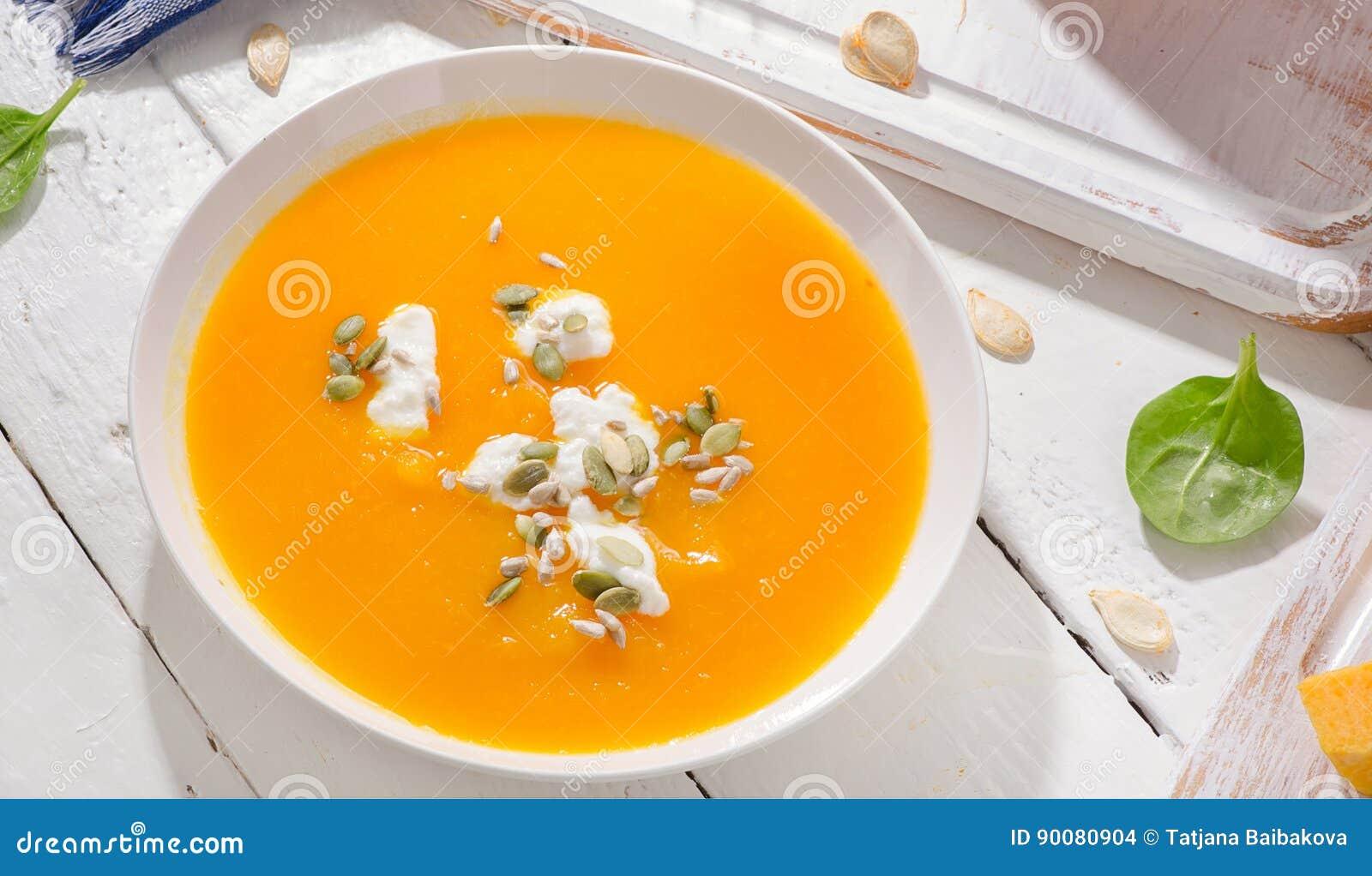 Kürbis- und Karottensuppe