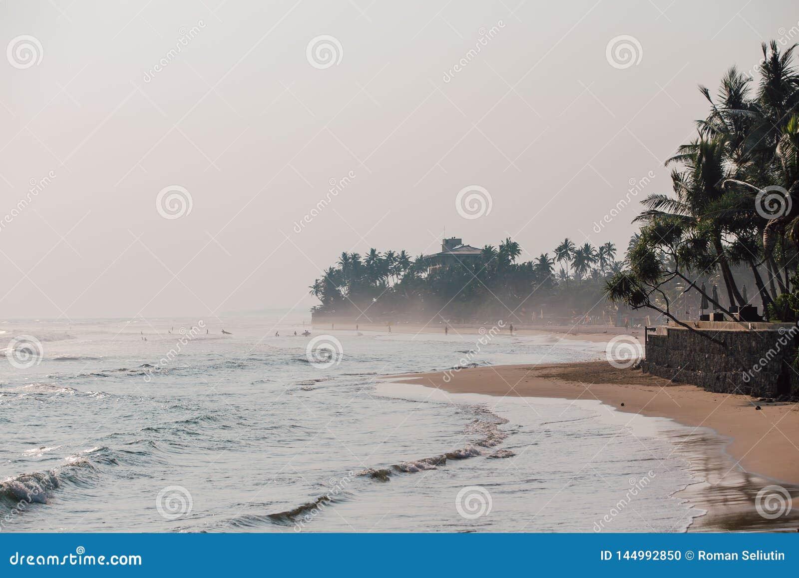 Küste an den tropischen Ferien