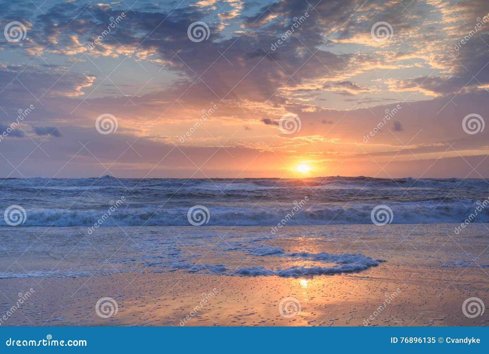 Küstenhintergrund-Atlantik-Sonnenaufgang horizontal