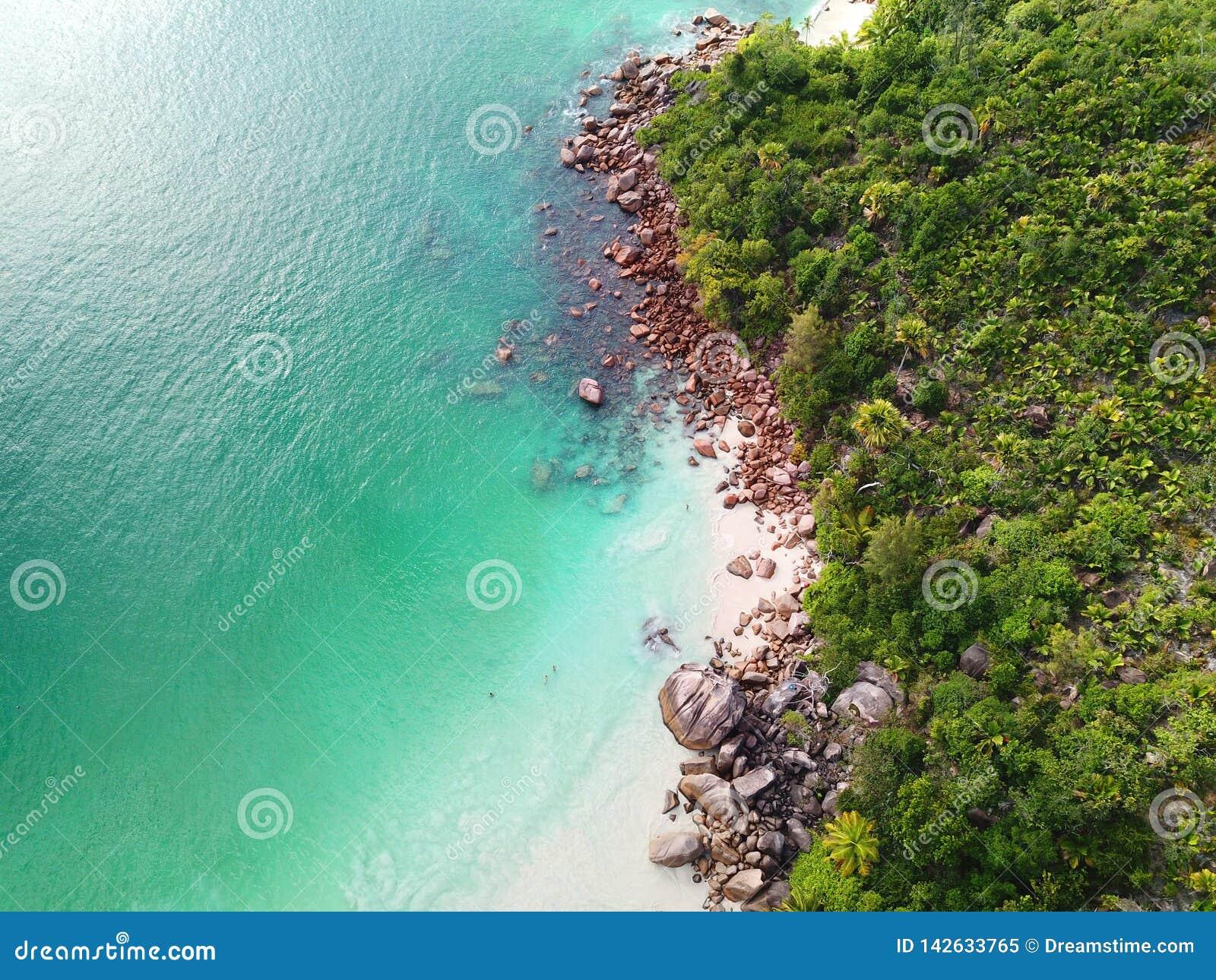 Küstenlinie von Anse Lazio