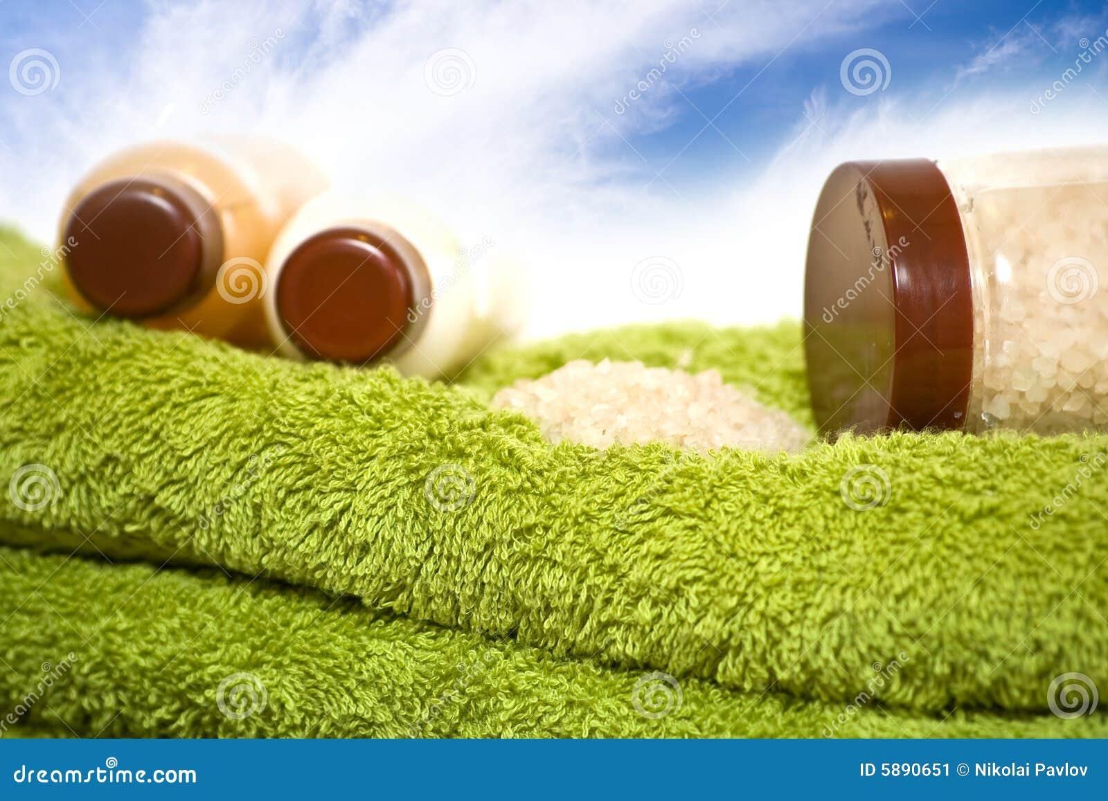 Kąpielowych ręczników butelki kremy soli