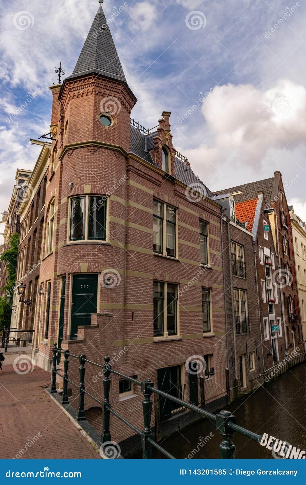 Kąt na moście w Amsterdam