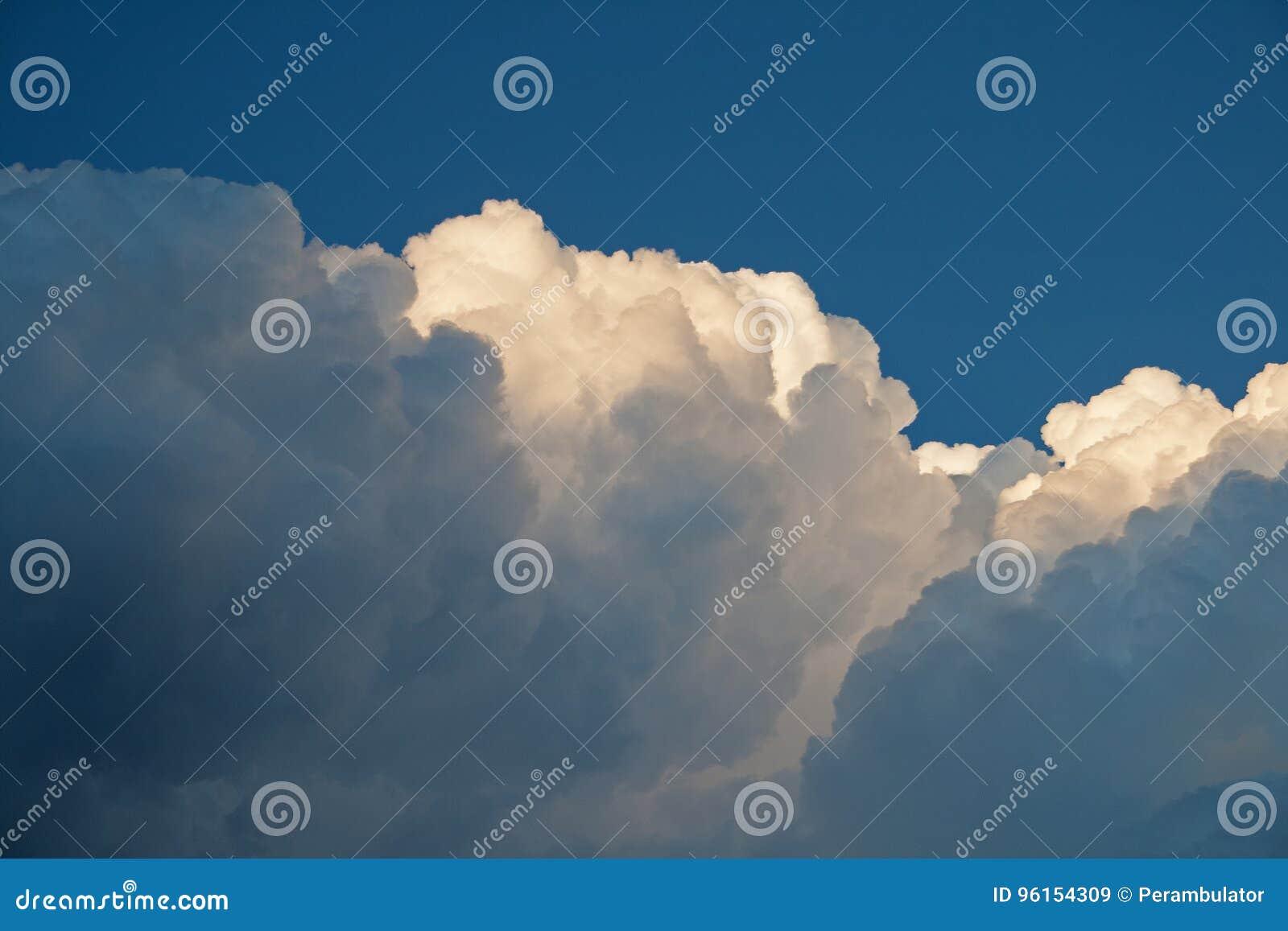 KŁĘBIĆ SIĘ warstwy chmura