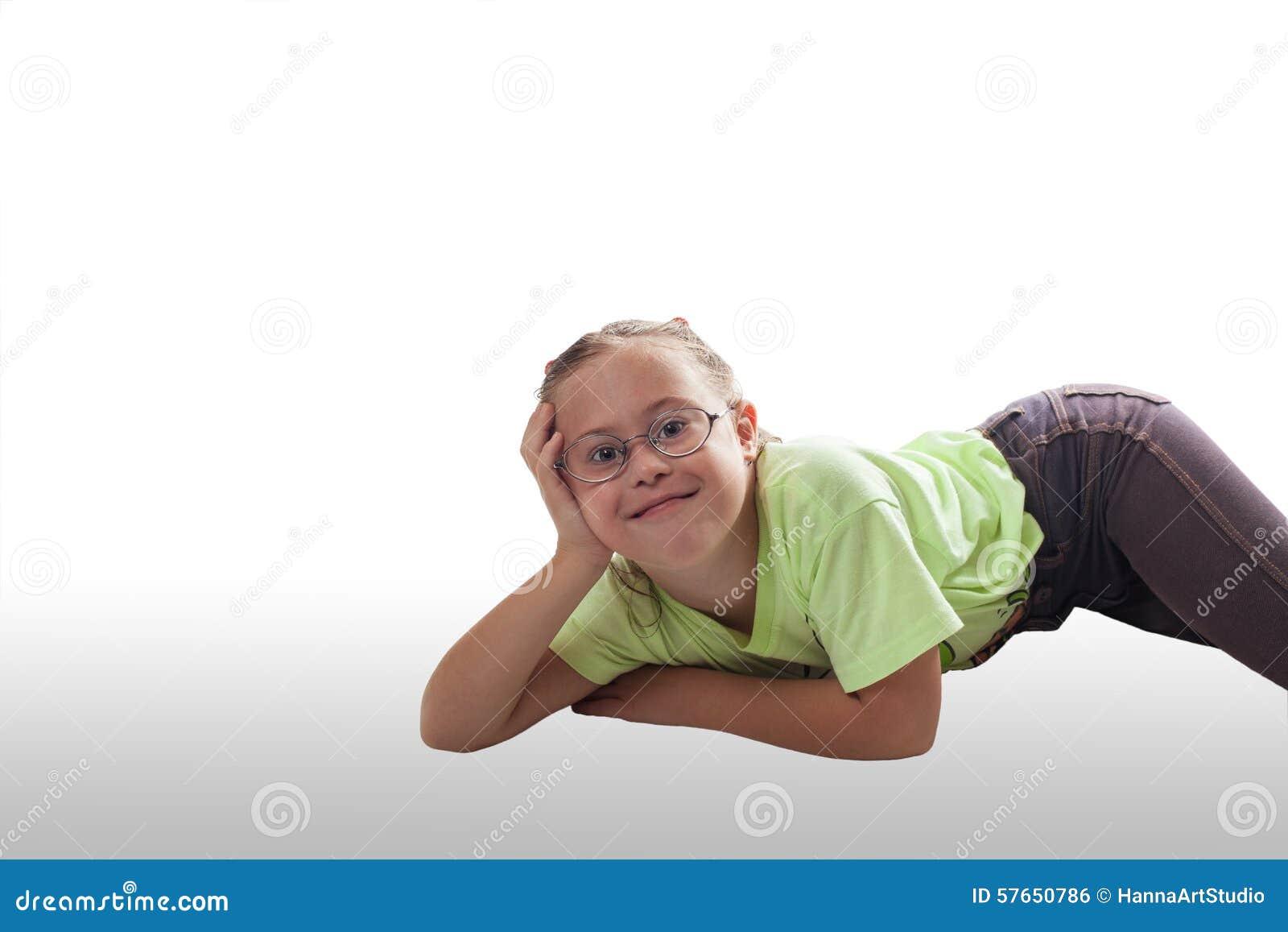 Kłamać horizontally dziewczyny z szkłami w szarych cajgach
