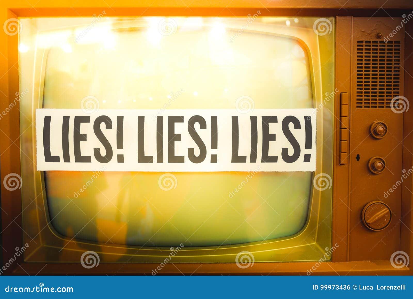 Kłamstwa tv propagandowego główny nurt medialnego dezinformacja etykietki stary telewizyjny rocznik