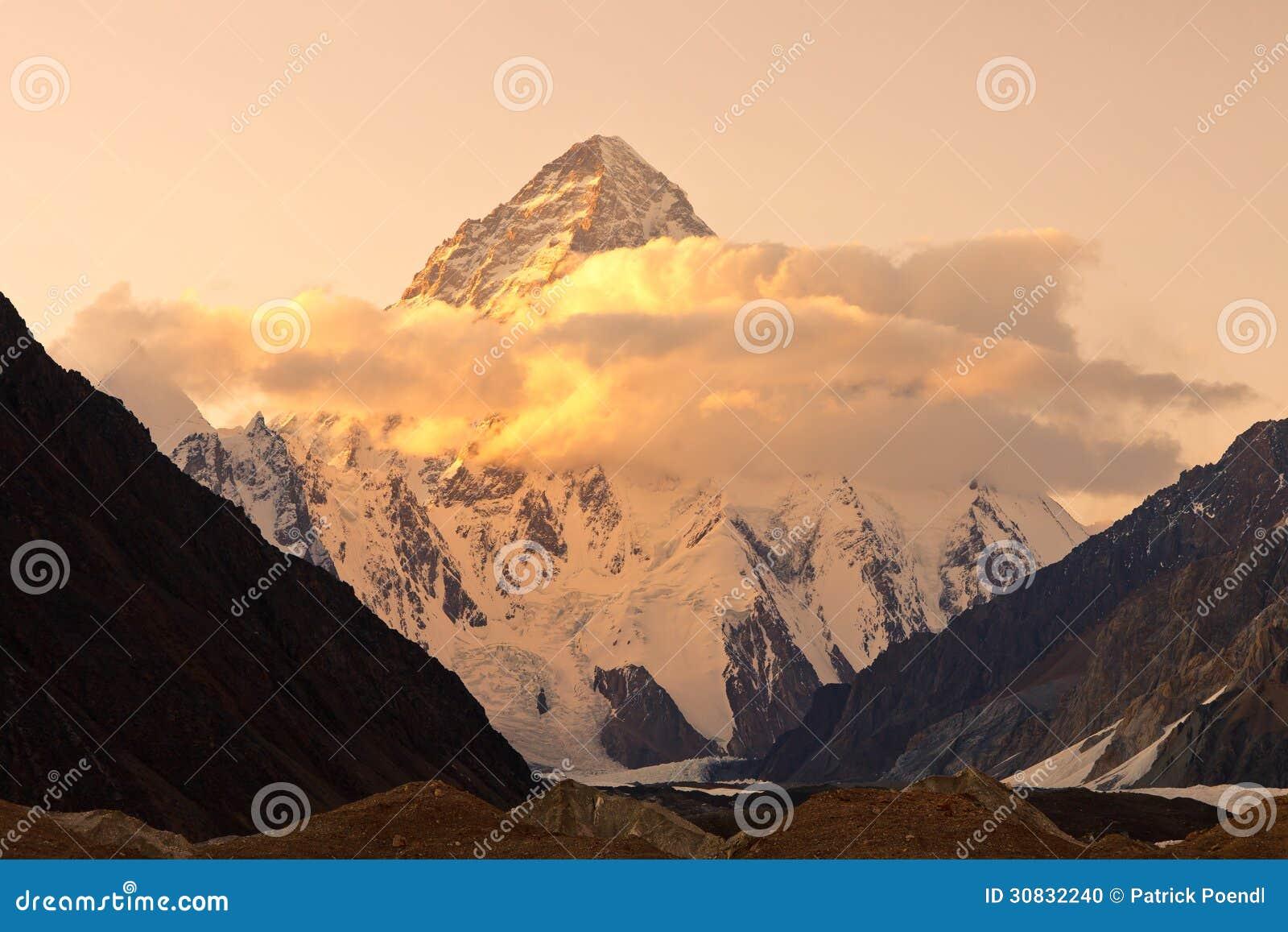 K2 em Paquistão no por do sol