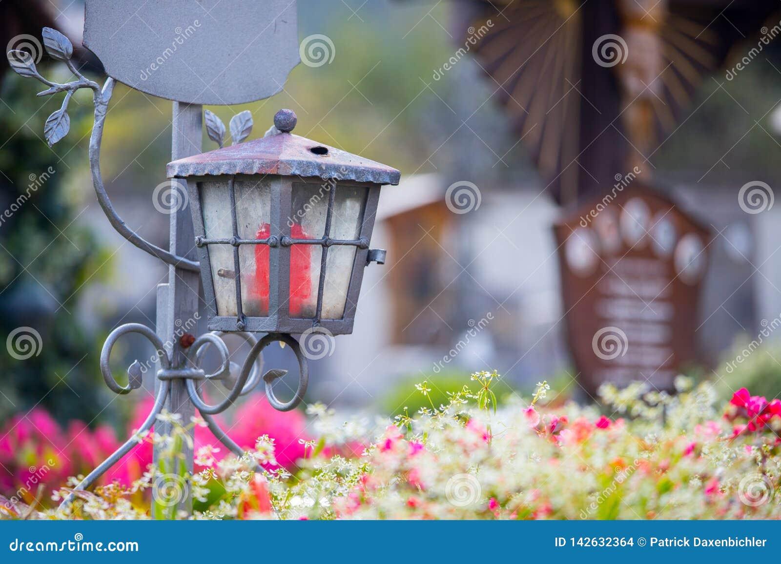 Kaars/lantaarn bij de begraafplaats, begrafenis, verdriet Floerws en Exemplaarruimte