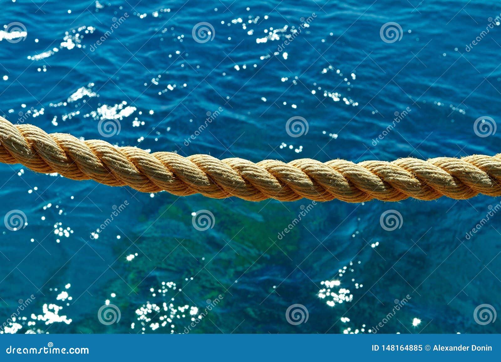 Kabel op de achtergrond van het Rode Overzees
