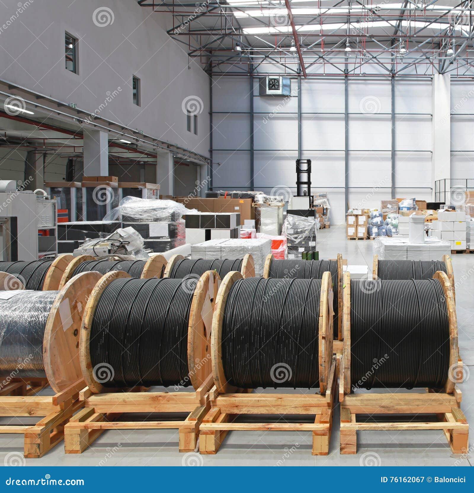 Kabel-Spulen-Lager stockbild. Bild von ausrüstung, seilzüge - 76162067
