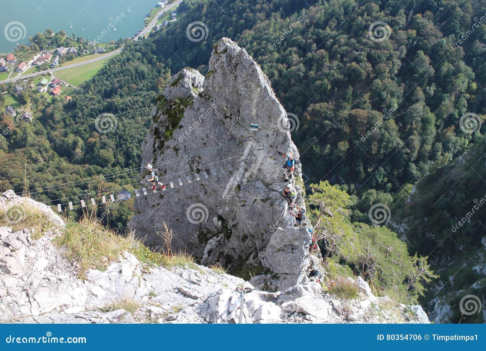 Klettersteig Drachenwand : Kabelbrücke in drachenwand klettersteig redaktionelles foto bild