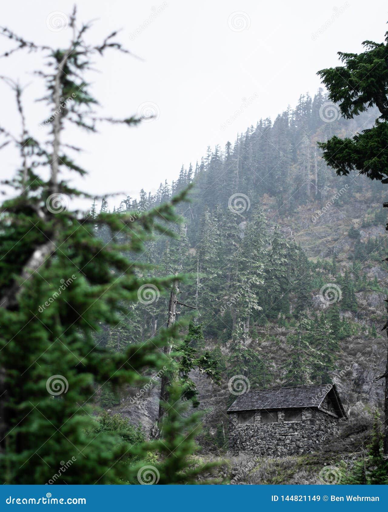 Kabine auf dem Bergabhang