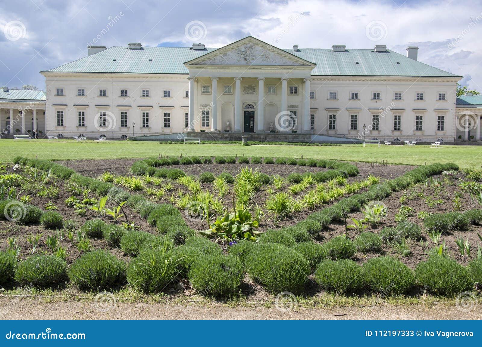 Kacina, palazzo storico di stile dell impero nella regione di quintale della repubblica Ceca, della proprietà nazionale, della pi