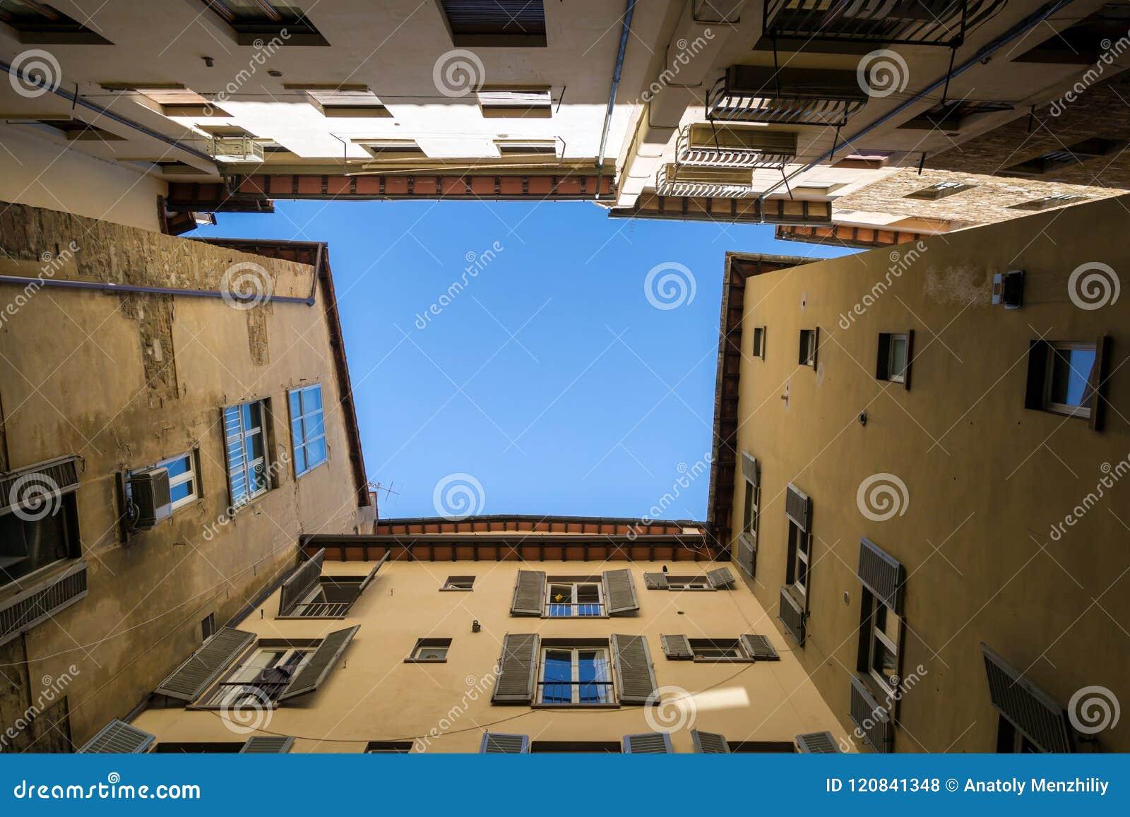 Kader van oude gebouwen in Siena, Italië