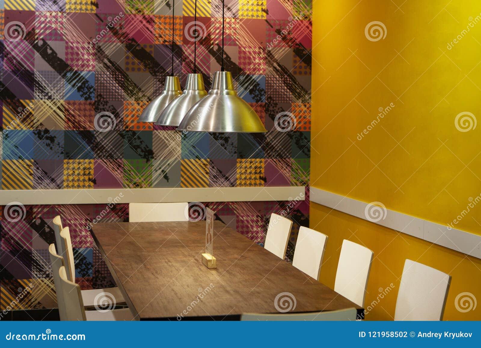 Kafé tabell, stolar, lampor Hemtrevlig atmosfär