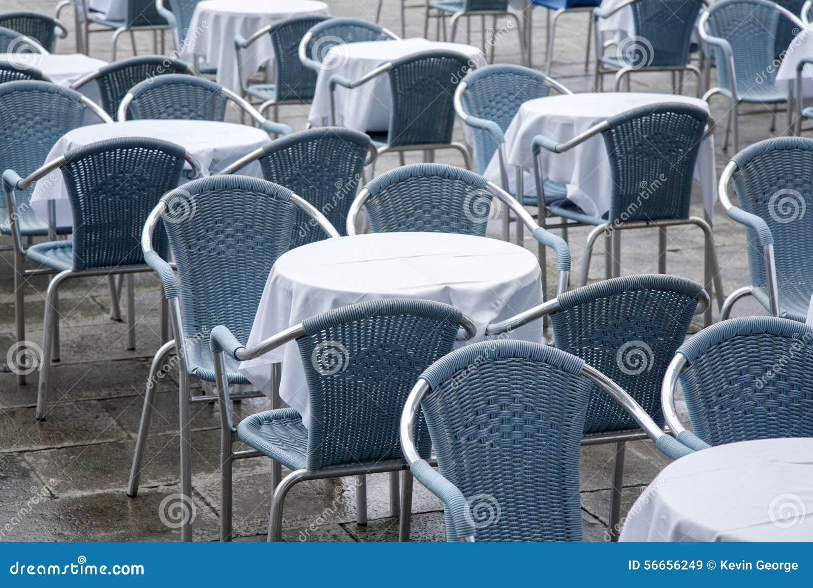 Kafétabeller och stolar i San Marcos - St-fläckfyrkant; Venedig